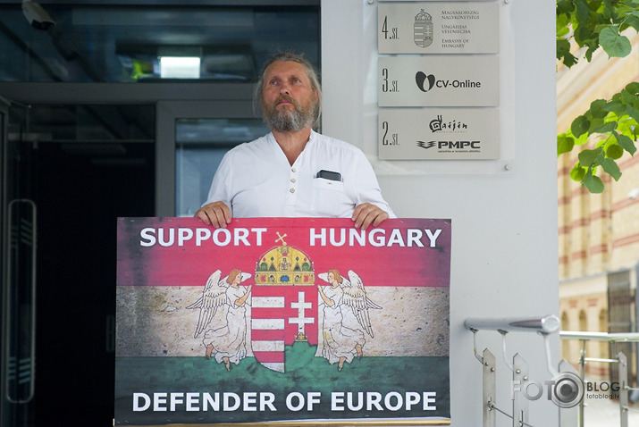 Supporting Hungaria