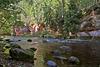 akmeņi upē